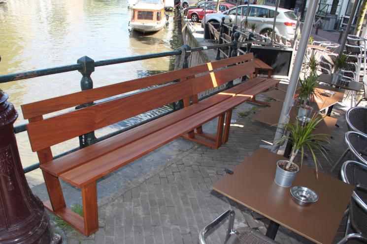 Merbau, Terrasbanken, Cafe het Paleis, buitenbank, Amsterdam,Azobe,hardhoutenbank,terrasmeubels