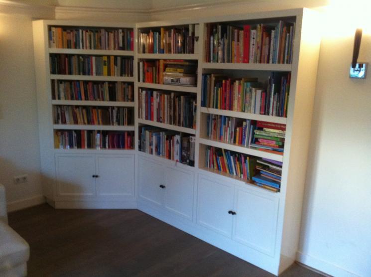 Hoogglans Boekenkast (in hoek), verstelbare planken