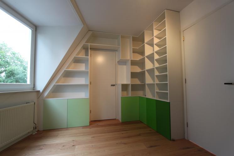 wandmeubel op maat,kast over deur,kast onder schuin dak,hoekkast,Amsterdam,Beer Hendriks,boekenkast