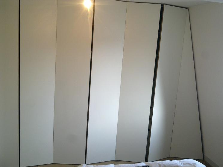 Kledingkast, Berken-Multiplex, HPL, push-opendeuren, schuin dak
