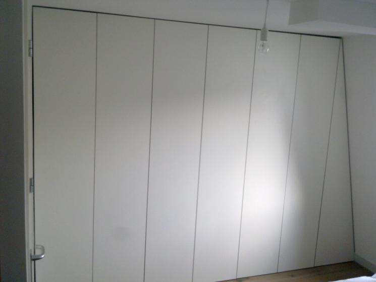 Inbouw Kledingkast, Berken-Multiplex, HPL, push-opendeuren, schuin dak