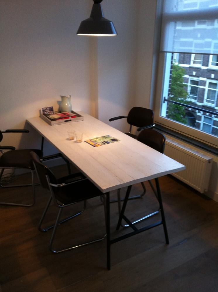 witgebeitste tafel steigerhout, amsterdam