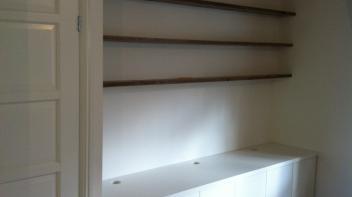 zwevende steigerhouten planken, tv meubel, dressoir