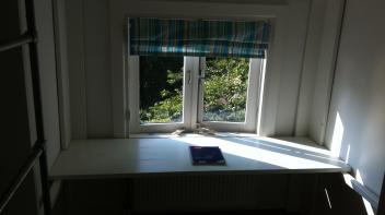 Hoogslaper, Steigerhout met Bureau, zijdeglas wit