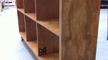boekenkast op wielen, underlayment, gebeitst, brandmerk, amsterdam